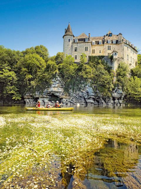 Canoeing under Le Château de la Treyne - @ D. Viet
