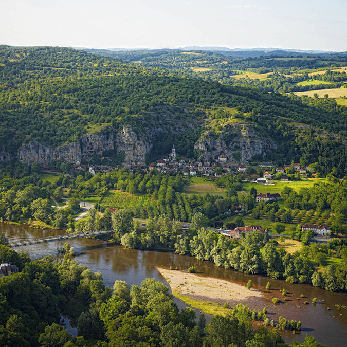 The Dordogne river and the village of Gluges - © D. Viet