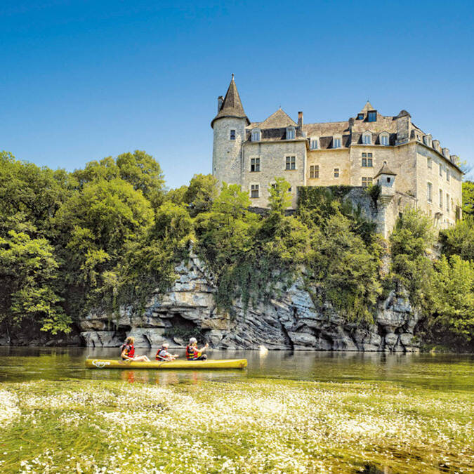 Canoeing in front of La Treyne castle @ D. Viet
